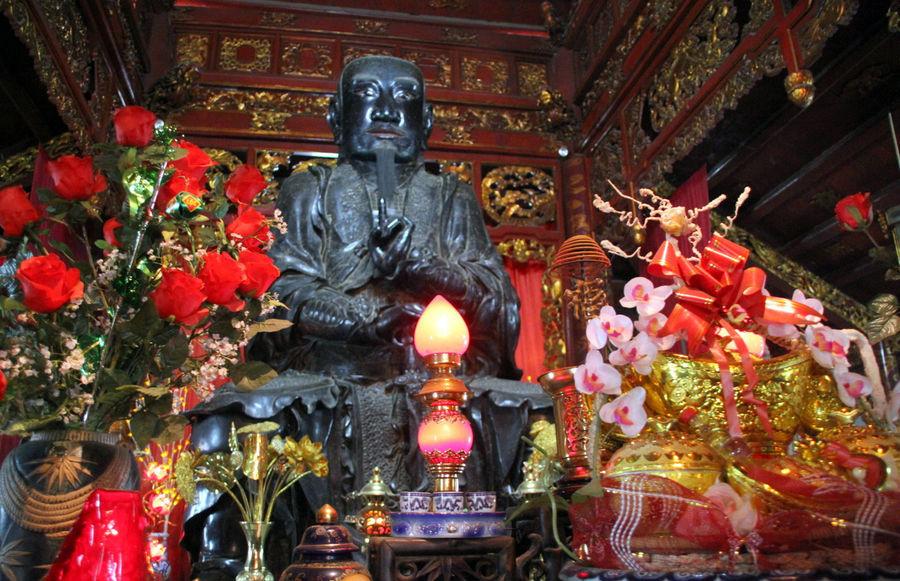 Статуя Чан Ву