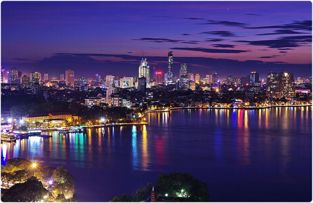 Вьетнам Ханой (ночной вид на город)