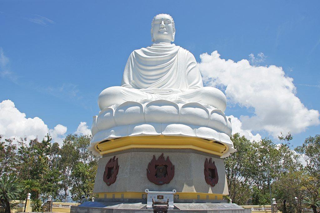 Белая статуя Будды (Нячанг, достопримечательности и экскурсии)