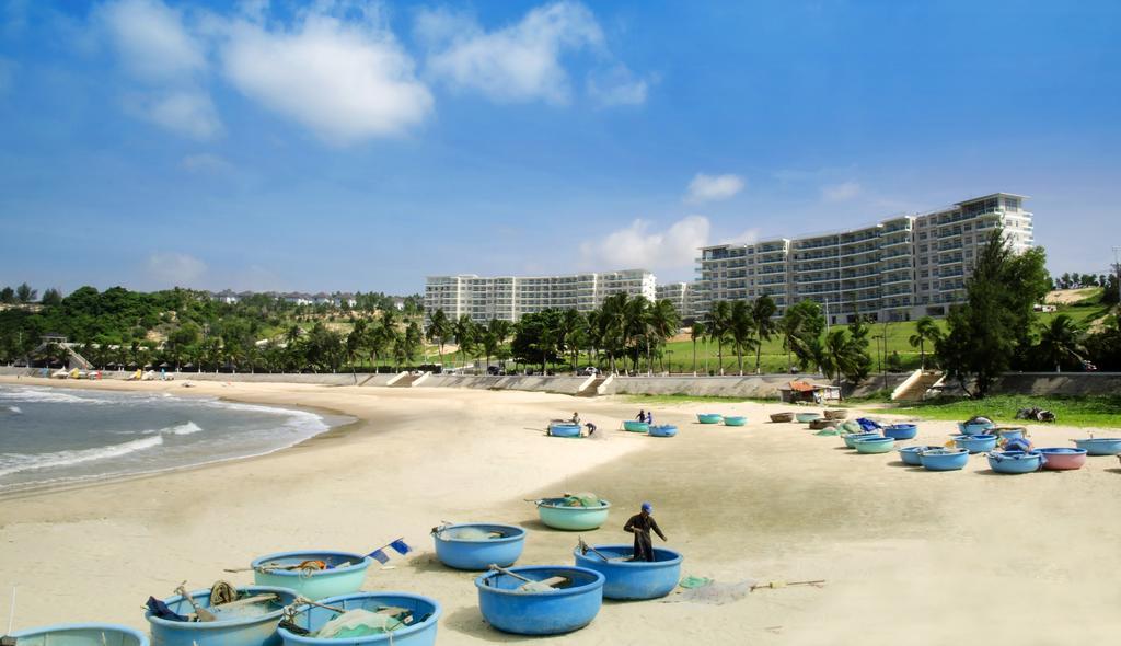 Фото пляжа Mui Ne с лодками